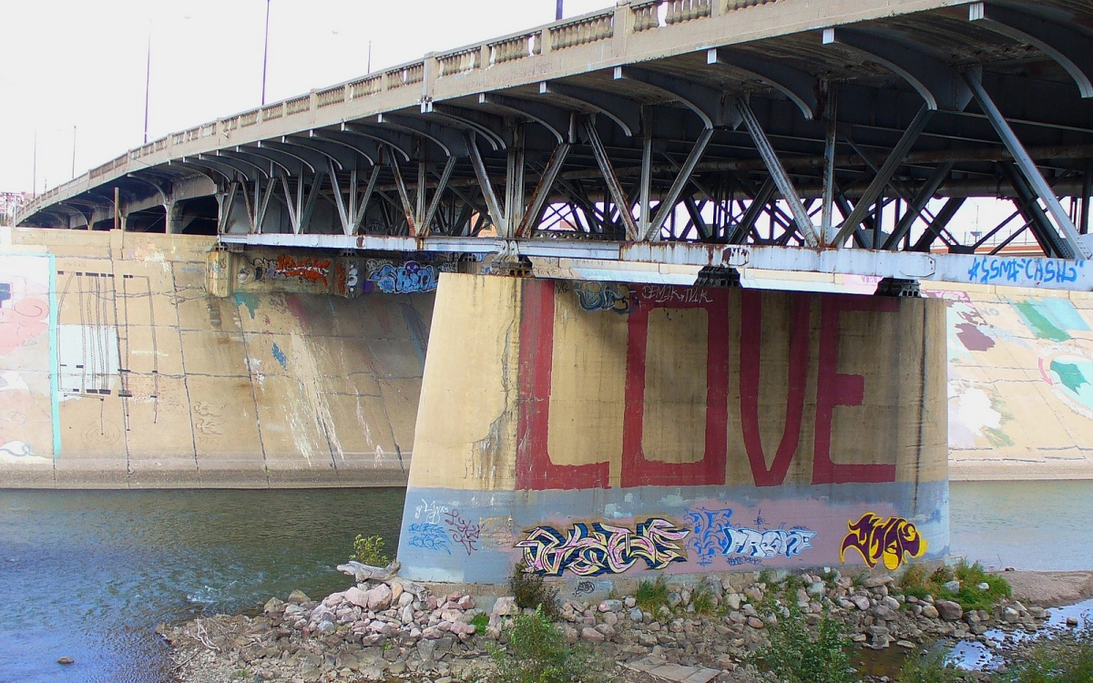 Enduring Love, Graffiti Edition